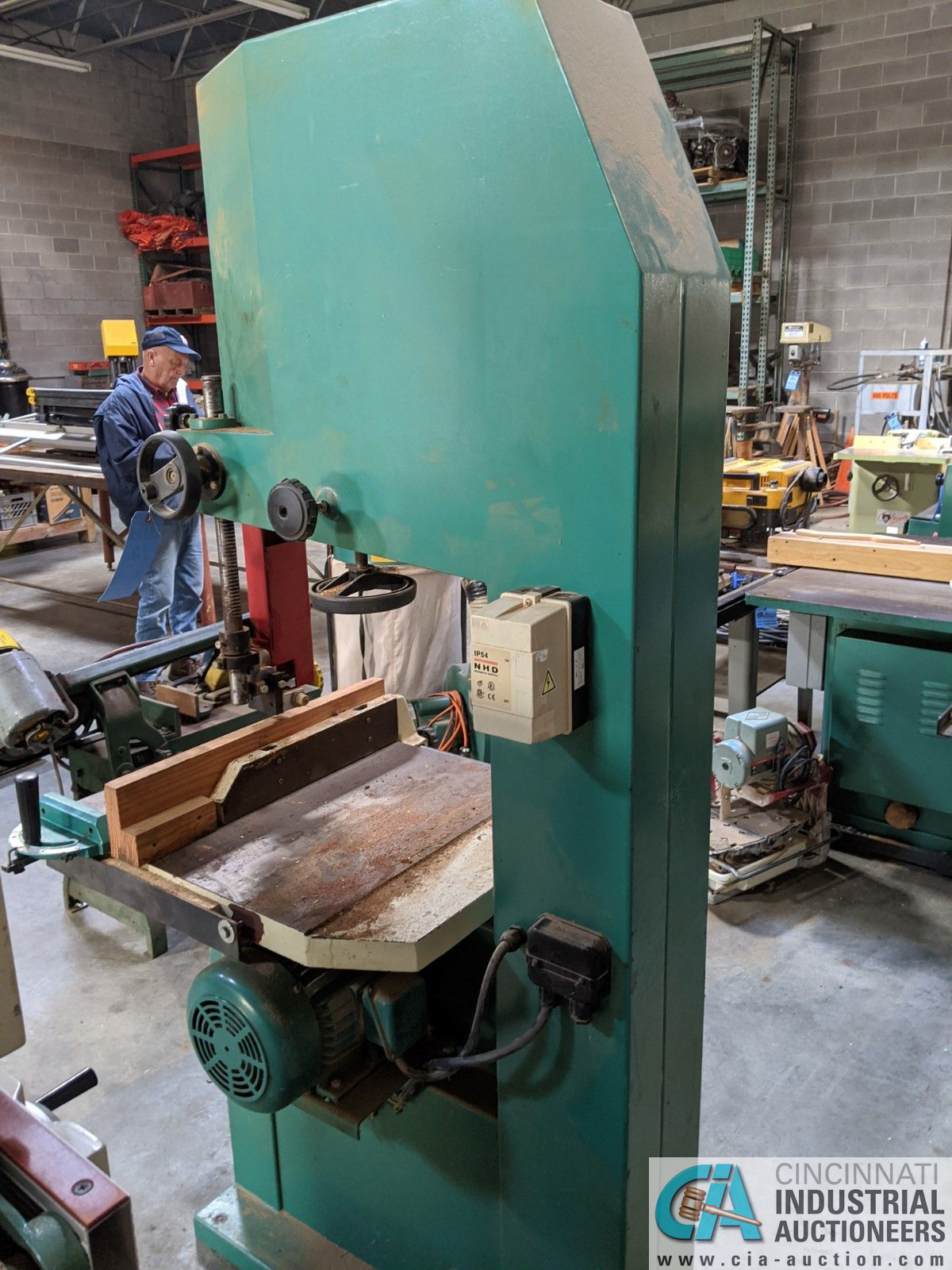 """12"""" GRIZZLY MODEL G3619 VERTICAL BAND SAW; S/N 08146, 3-1/2"""" X 23-3/4"""" TABLE, 5-HP, SINGLE PHASE ( - Image 3 of 6"""