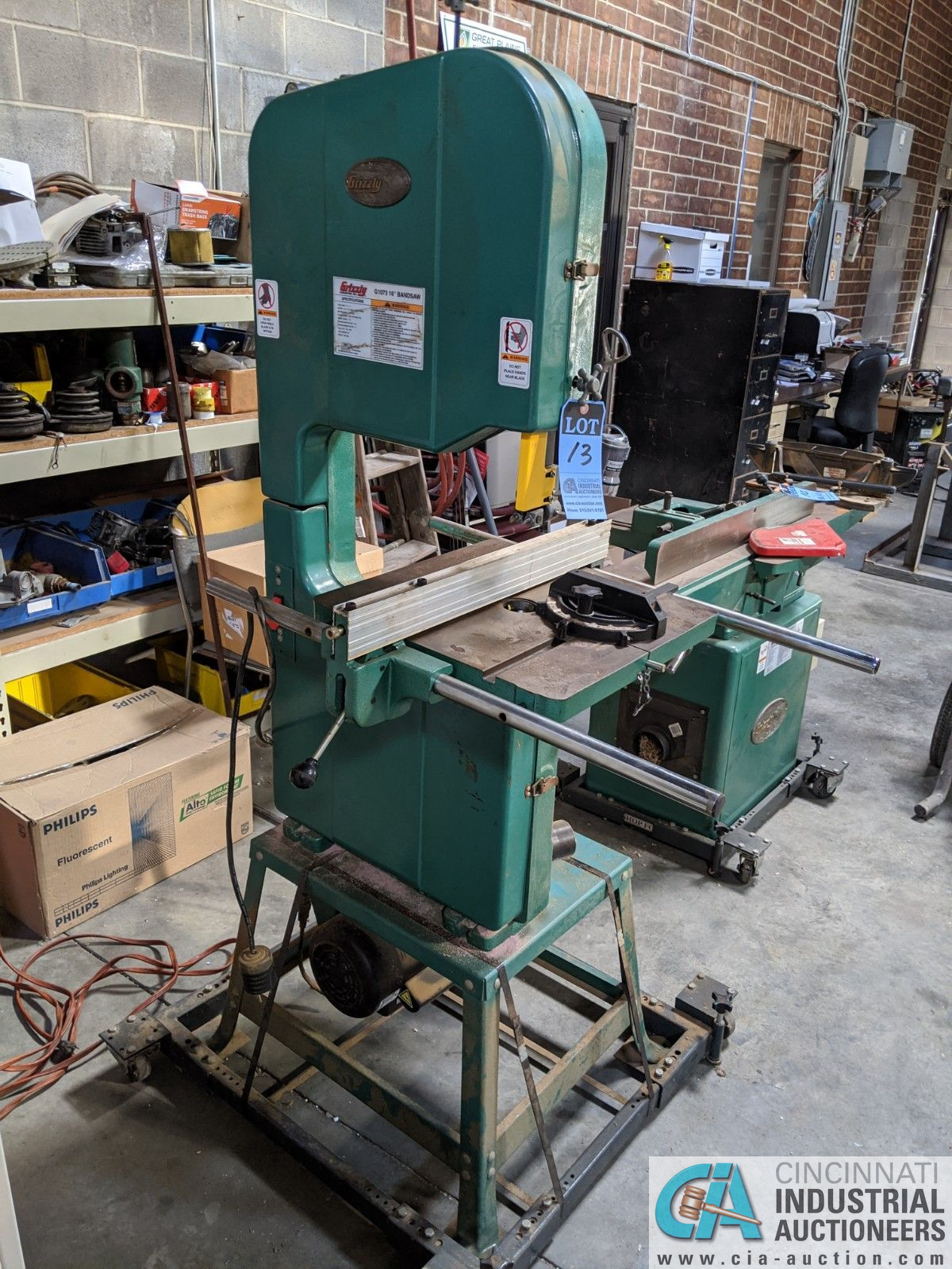 """16"""" GRIZZLY MODEL G1073 VERTICAL BAND SAW; S/N 055901, 17"""" X 17"""" TABLE, 2-HP, SINGLE PHASE (8635 - Image 2 of 4"""