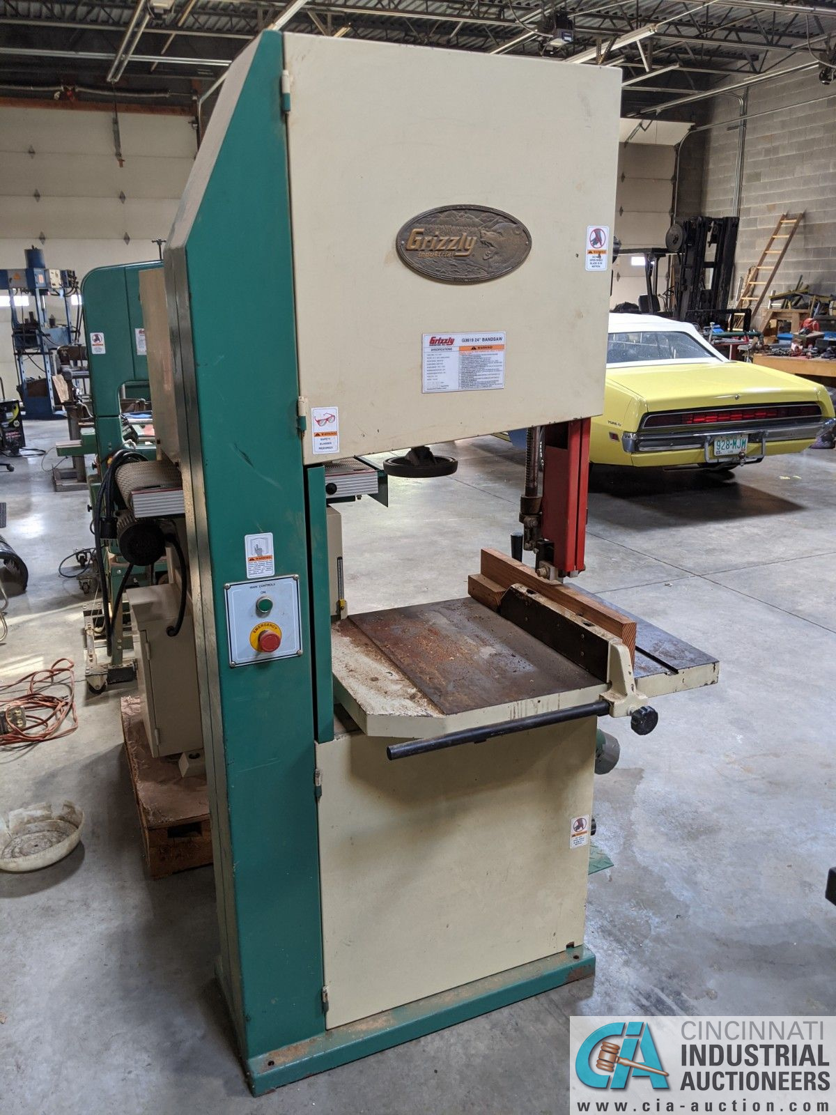 """12"""" GRIZZLY MODEL G3619 VERTICAL BAND SAW; S/N 08146, 3-1/2"""" X 23-3/4"""" TABLE, 5-HP, SINGLE PHASE ( - Image 2 of 6"""