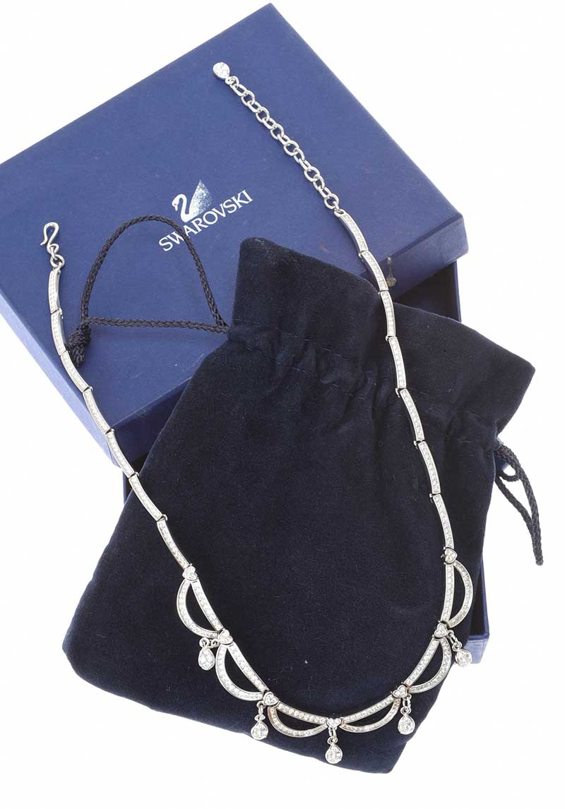 Lot 34 - SWAROVSKI NECKLACE WITH ORIGNIAL BOX AND POUCH