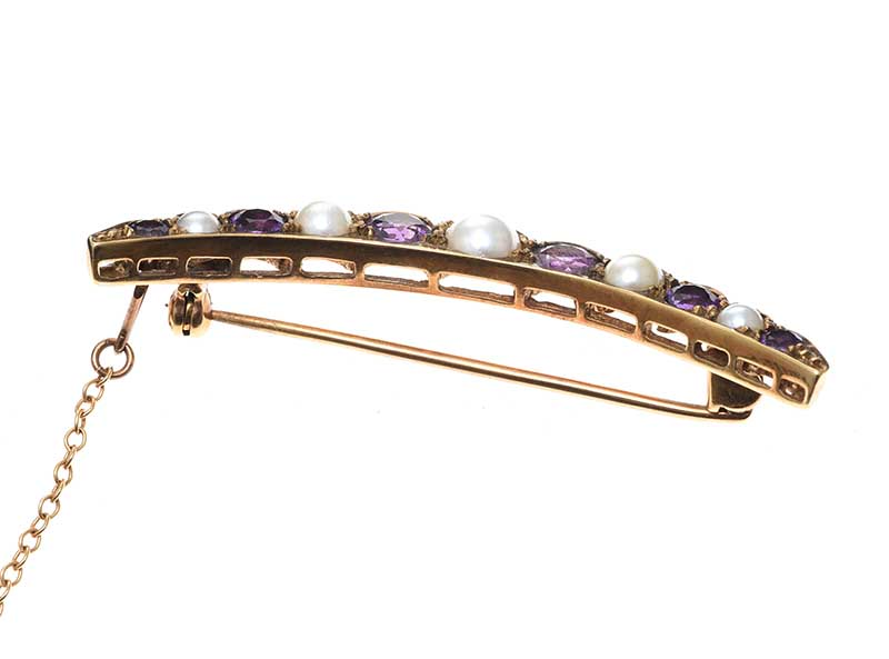 Lot 54 - 9CT GOLD AMETHYST AND PEARL CRESCENT BROOCH