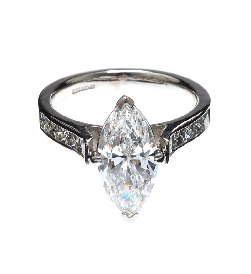 Lot 7 - PLATINUM DIAMOND RING