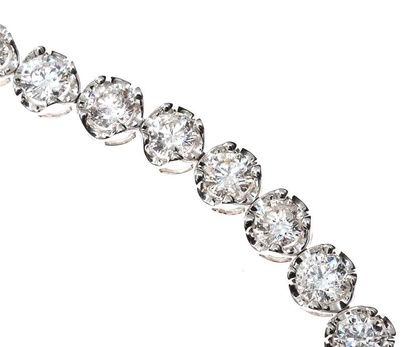 Lot 39 - 18CT WHITE GOLD DIAMOND TENNIS BRACELET