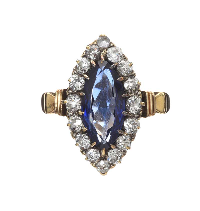 Lot 32 - ANTIQUE 18CT GOLD SAPPHIRE AND DIAMOND RING