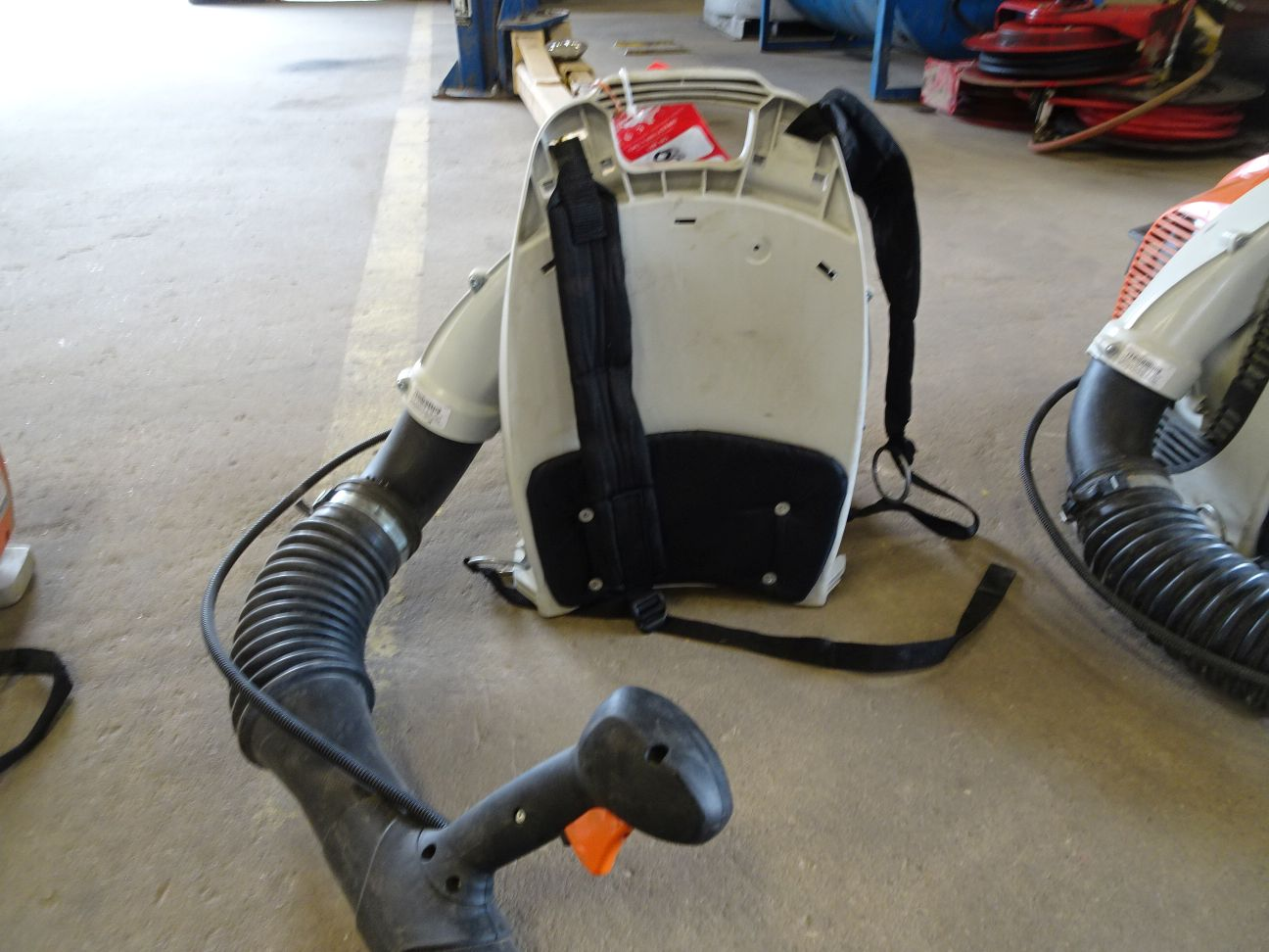 Lot 8 - STIHL BR350 GAS POWERED BACKPACK BLOWER (LOCATION: SHOP)