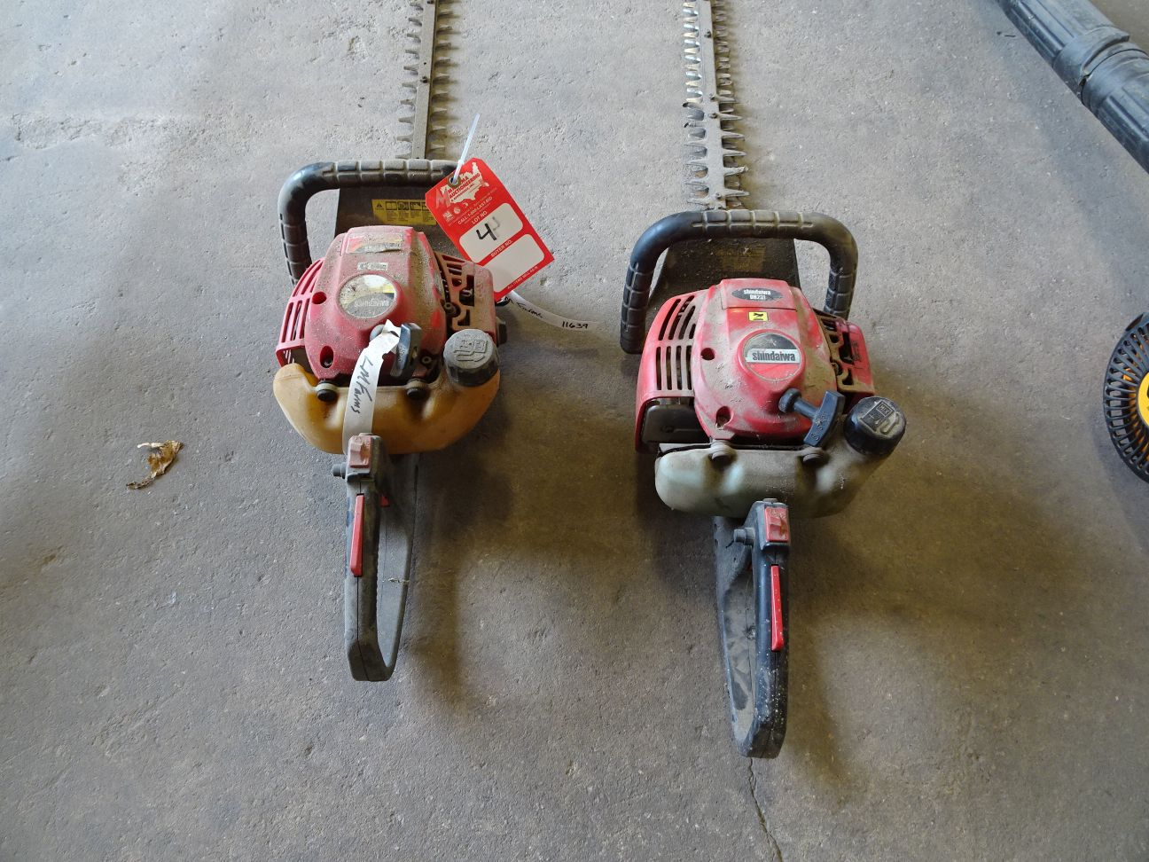 Lot 4 - (2) SHINDAIWA HEDGE TRIMMERS, DH231 AND DH230 MODELS (LOCATION: SHOP)