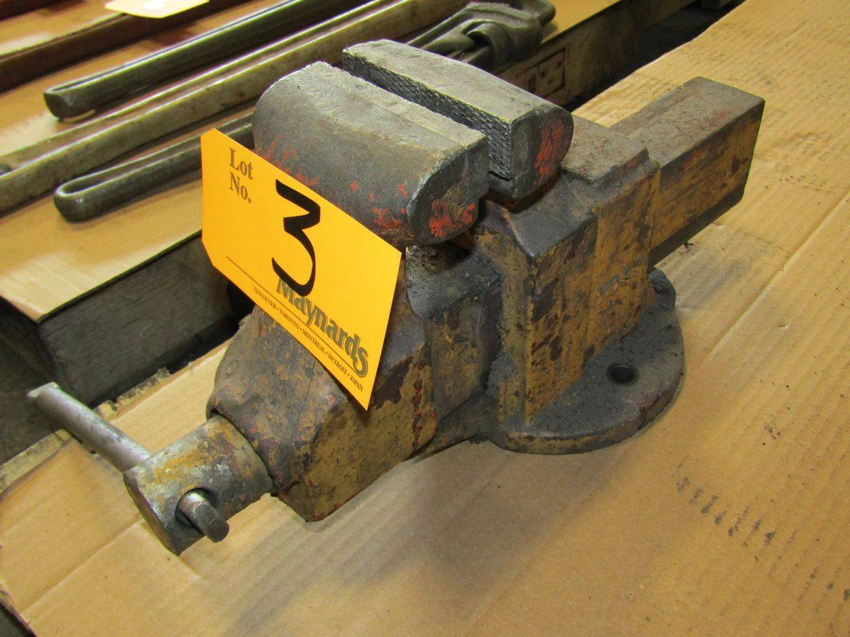 "Lot 3 - Yost 4"" Bench Vise"