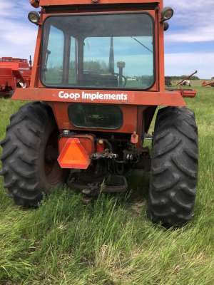 Lot 32 - Duetz D 7206 tractor, cab, dual hyds, 18.4x30 tires, 9370hrs (nice)