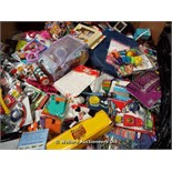 *PALLET FULL OF MIXED TOYS[MK070515-1702}