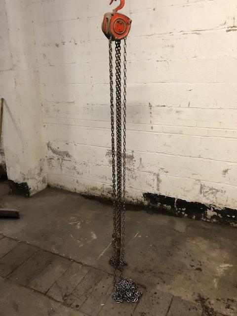 Lot 31 - One Tonne Chain Block, loading free of charge - ye