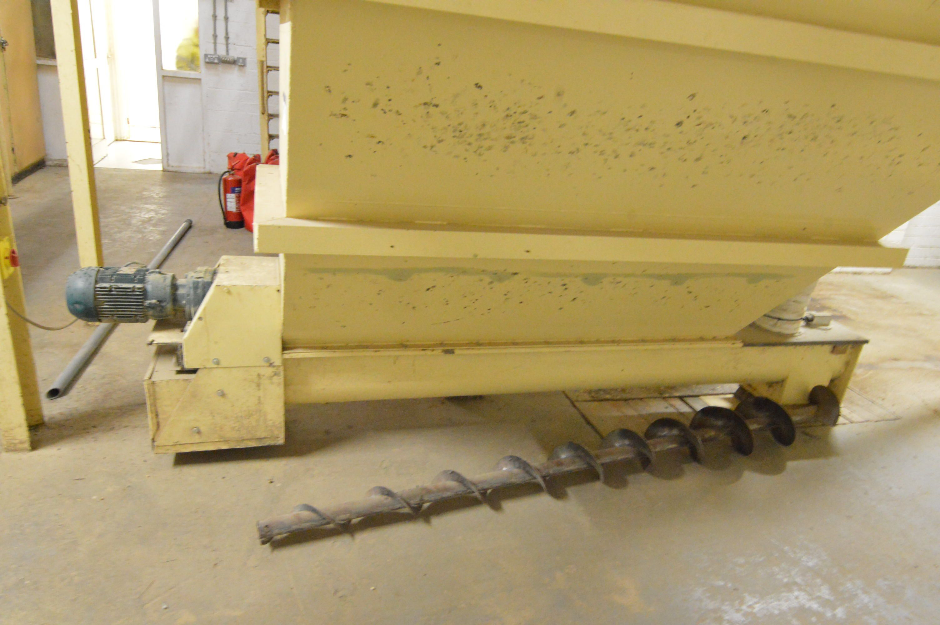 Lot 44 - Taper Discharge Conveyor, approx. 300mm x 2.8m, wi