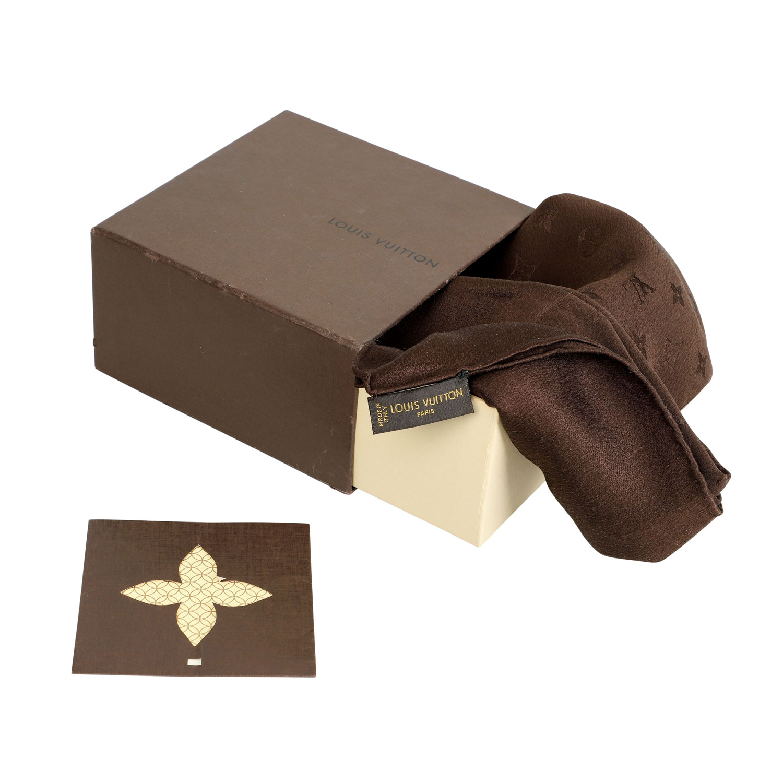 "Los 40 - LOUIS VUITTON Seidencarré ""MONACO"", NP.: 255,-€.Schokoladenfarbenes Modell mit Satin Umrandung und"