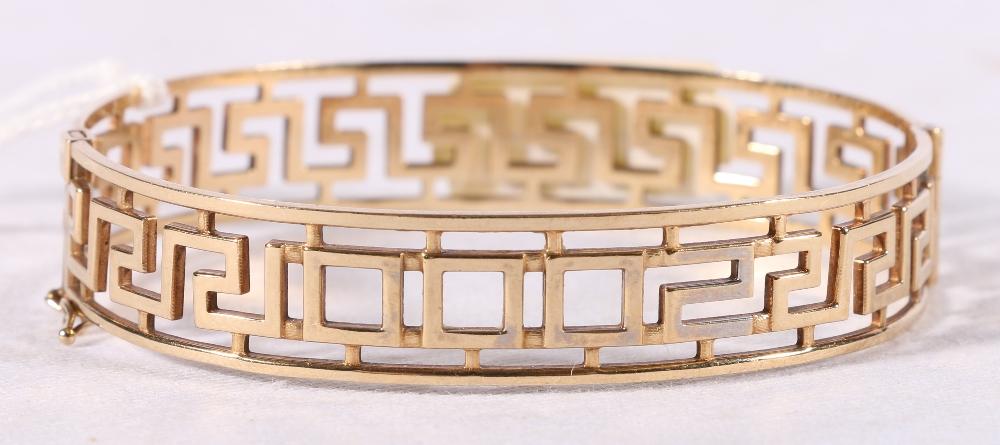 Lot 46 - 9ct yellow gold greek key pattern hinged bangle, 15.3g.