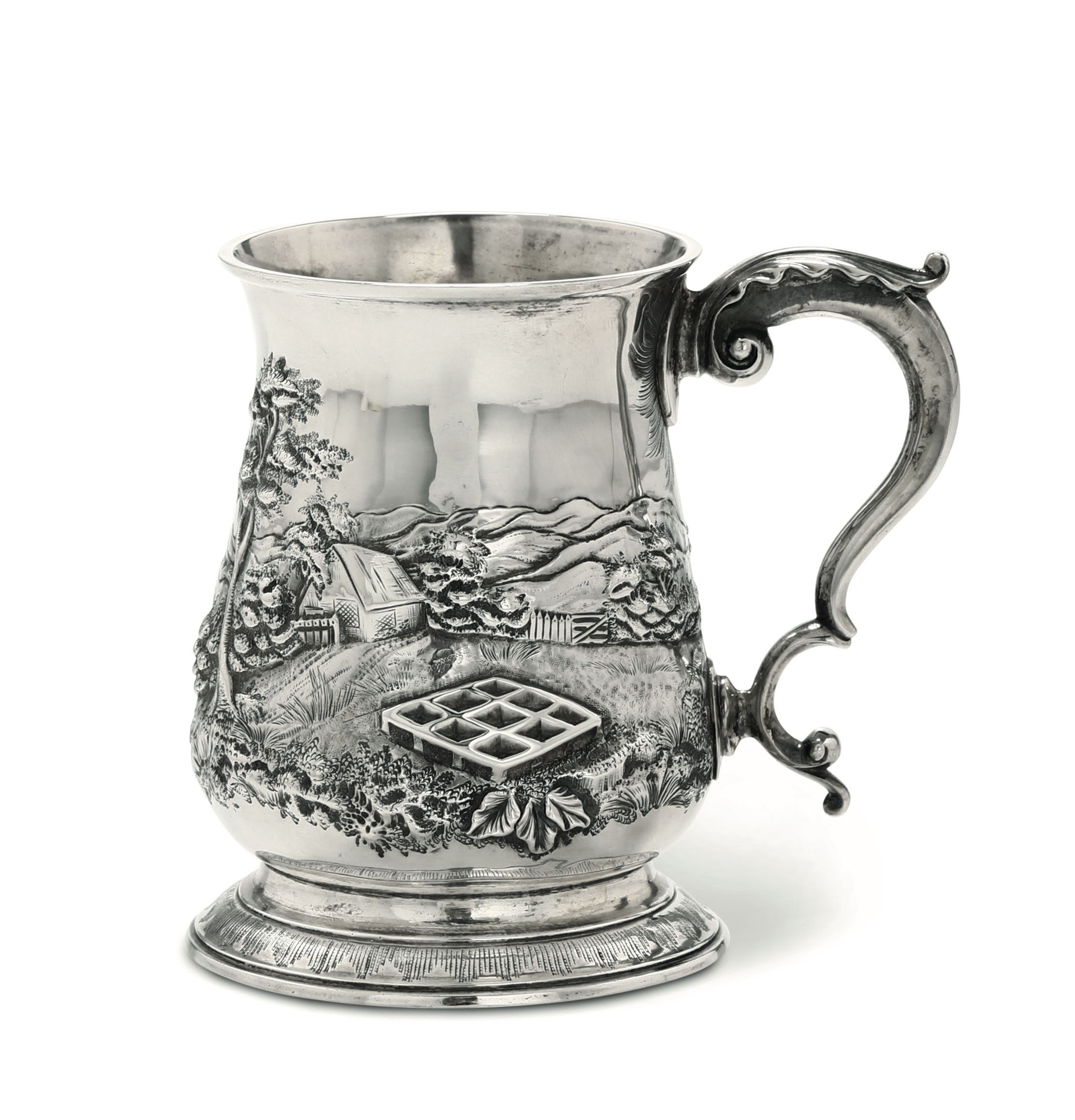 A silver tankard, London, 1768 - Embossed and chiselled sterling silver. Silversmith [...] - Image 2 of 3