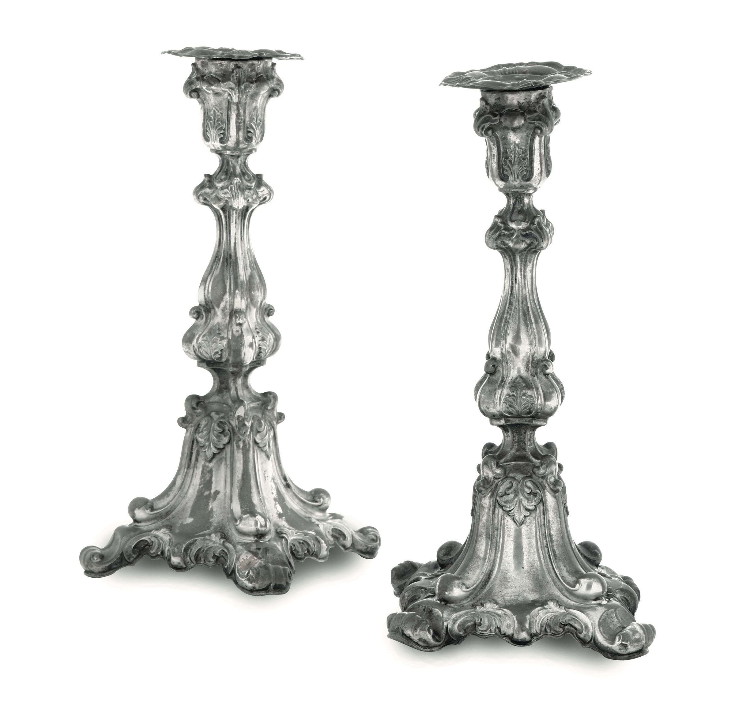 Lot 55 - Two silver candle holders, Austria-Hungary, late 1800s - Chiselled silver. Apparently [...]
