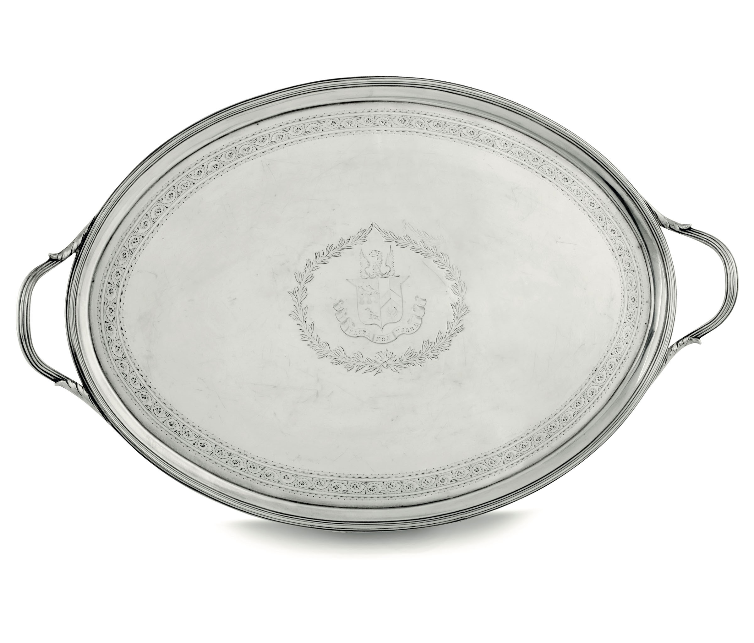 Lot 12 - A silver glove tray, London, 1793 - Molten, embossed and chiselled sterling silver. [...]