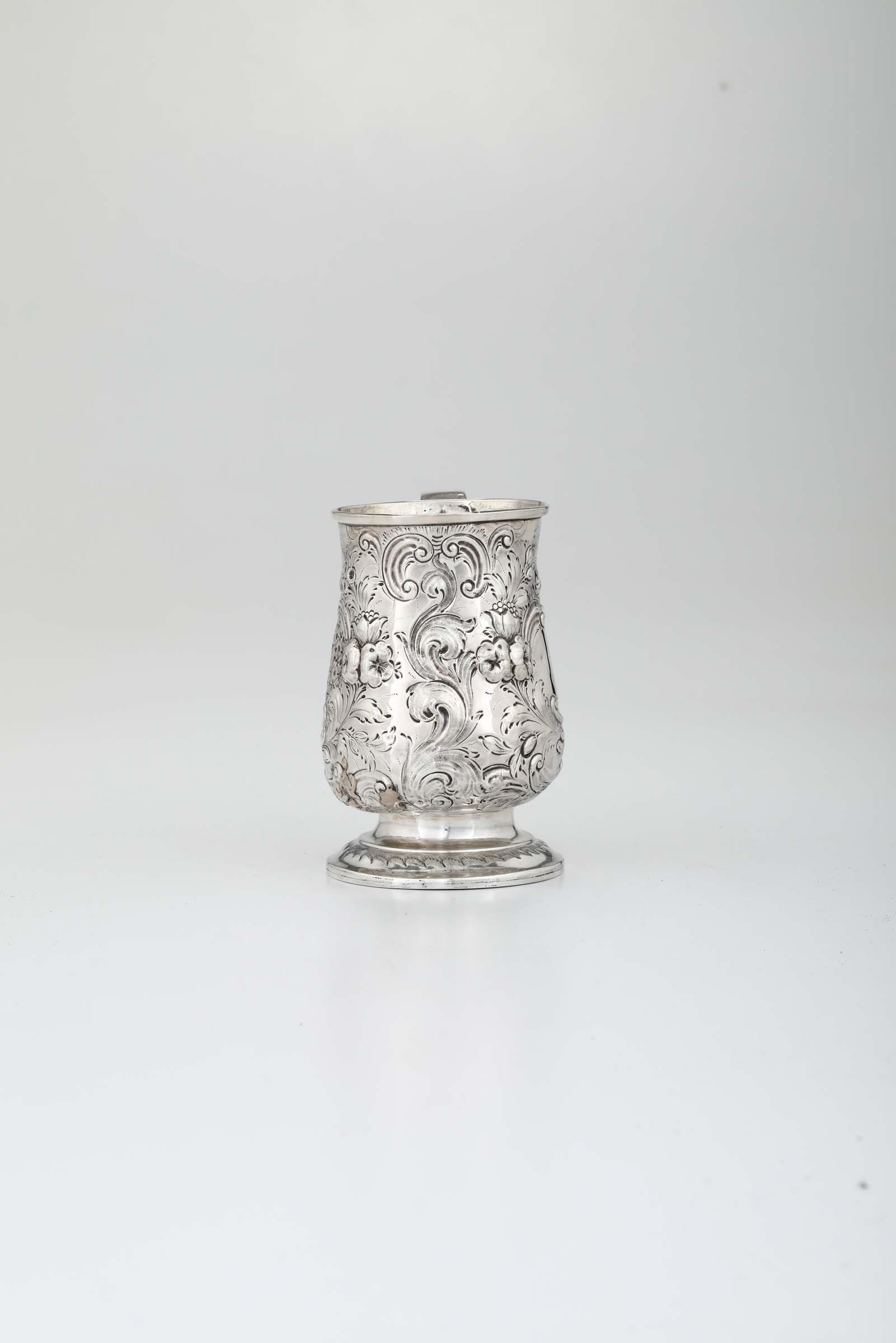 A silver tankard, London, 1759 - H 13.3cm, 260gr - - Image 2 of 3