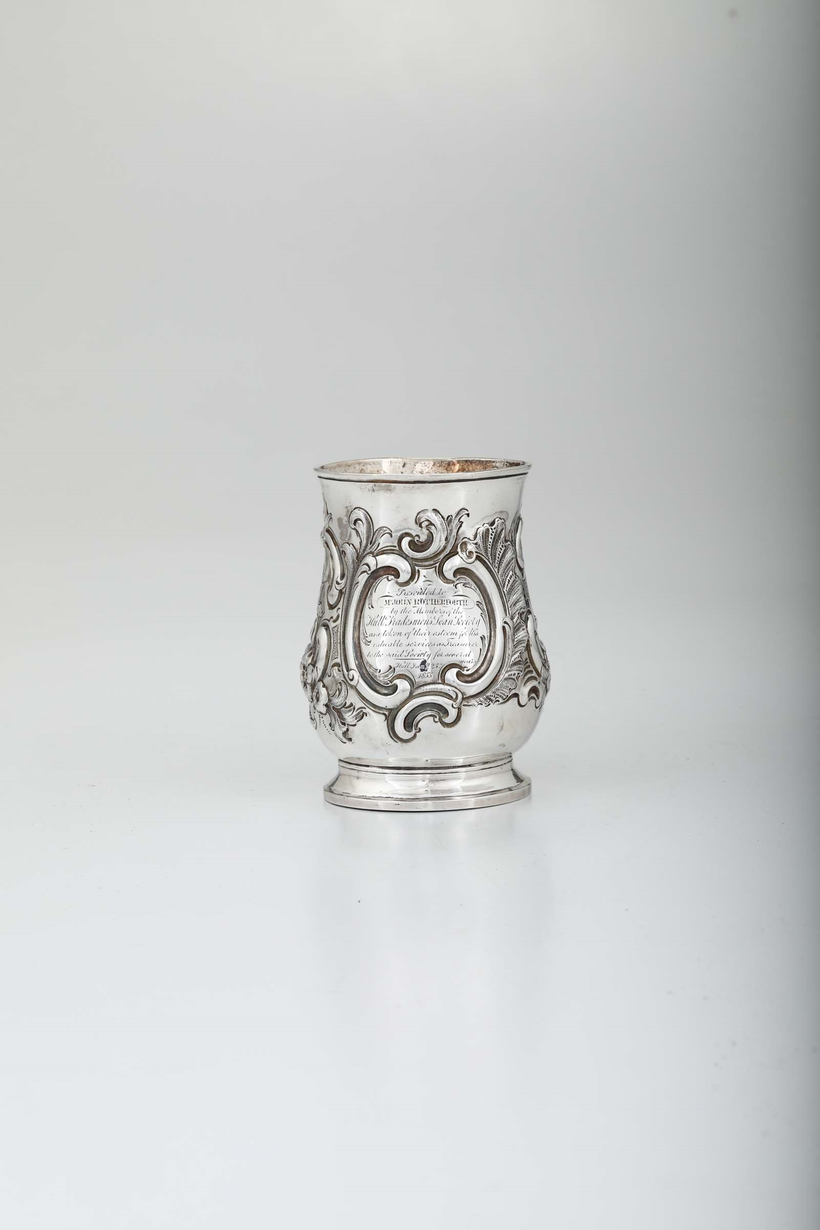 Lot 6 - A silver tankard, London, 1758 - H 12.5cm, 290gr -
