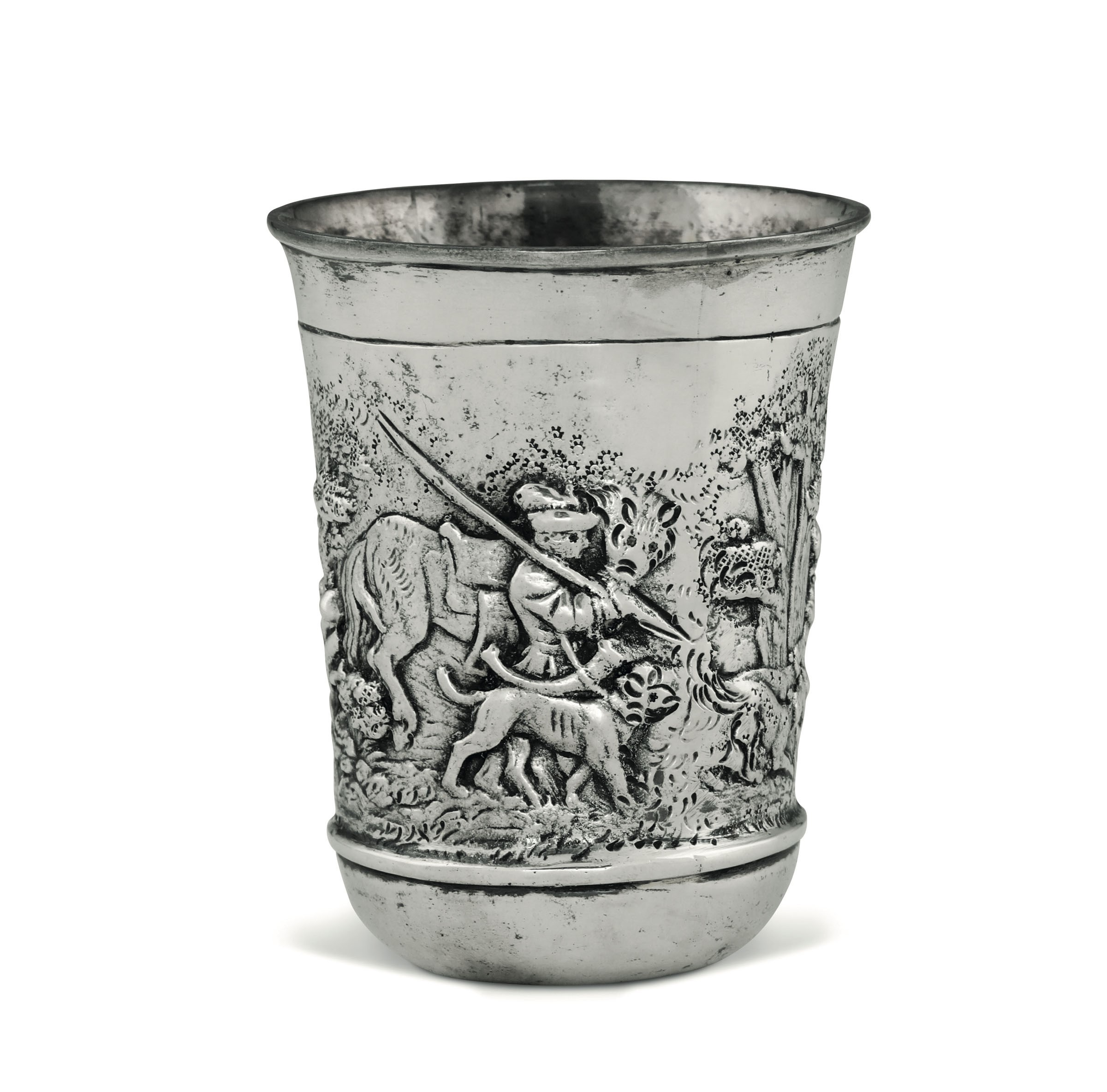 A silver hunter's cup, Germany, 1800s - Embossed and chiselled silver. 240gr, H 10cm, [...]