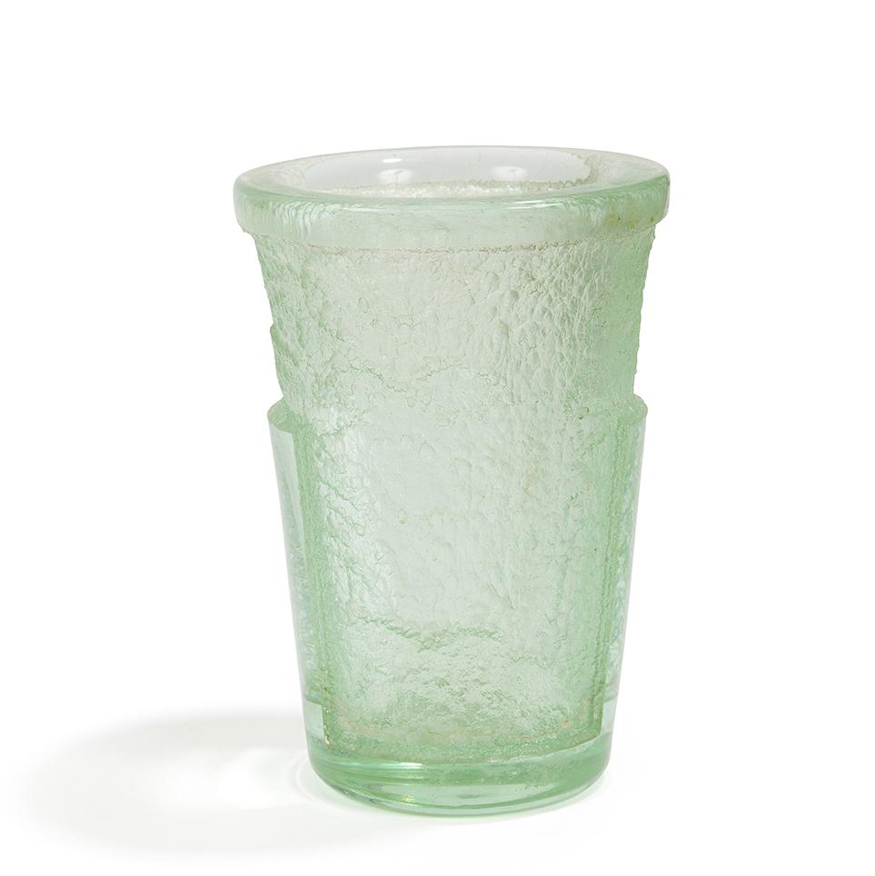 Daum nancy france vase cornet preuve en verre trait for Decoration vase en verre