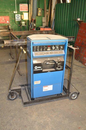 Lot 55 - Miller Squarewave 351 CC AC/DC welding power source