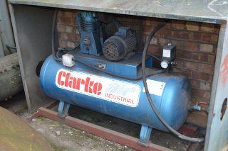 Lot 80 - Clarke SE190200 receiver mounted air compressor