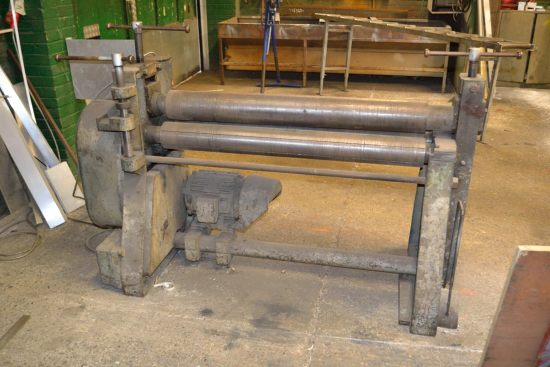 Lot 16 - FJ Edwards powered bending rolls approx 1250mm wide