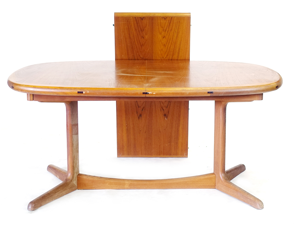 Lot 3 - A Danish teak and crossbanded extending dining table with one fitted leaf, designed by H.W.