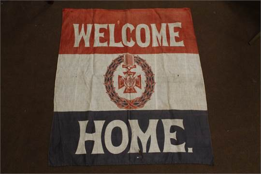 a wwi printed cloth welcome home banner with central victoria cross emblem 95 x 85 cm