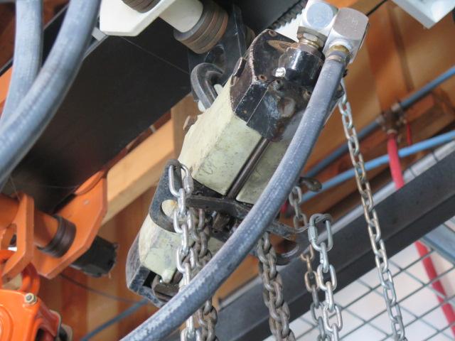 Lot 41 - Yale 1 Ton Pneumatic Hoist w/ Trolley