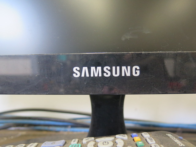 Lot 10 - Samsung TV