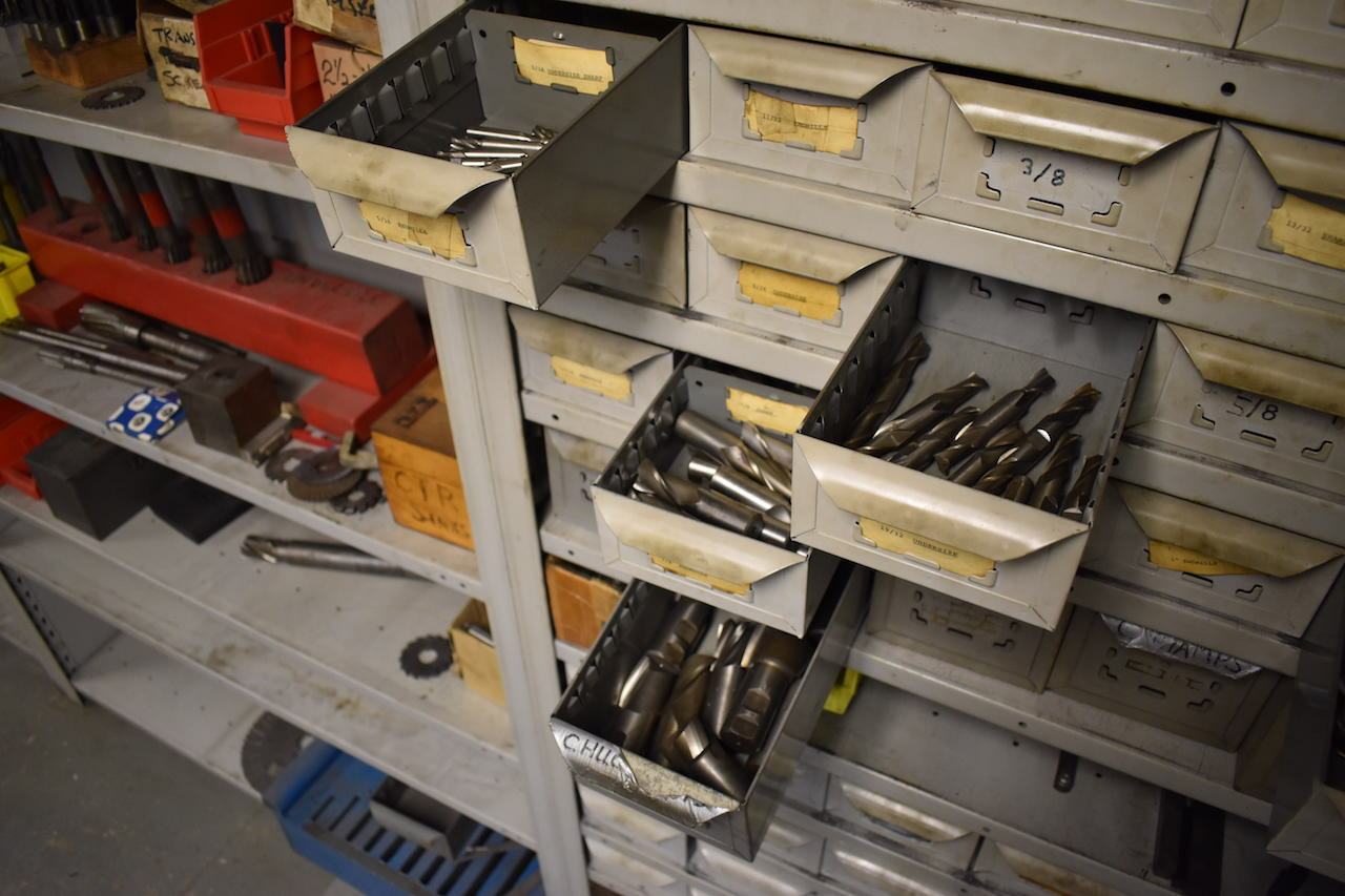 Lot 10B - LOT: ASSORTED MILLING CUTTERS, INCLUDING: Double End Mills, Single End Milling Cutters, Keyway