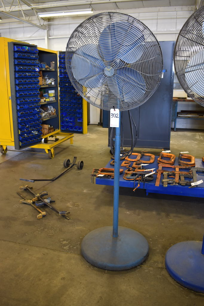 "Lot 302 - 24"" PEDESTAL FAN"