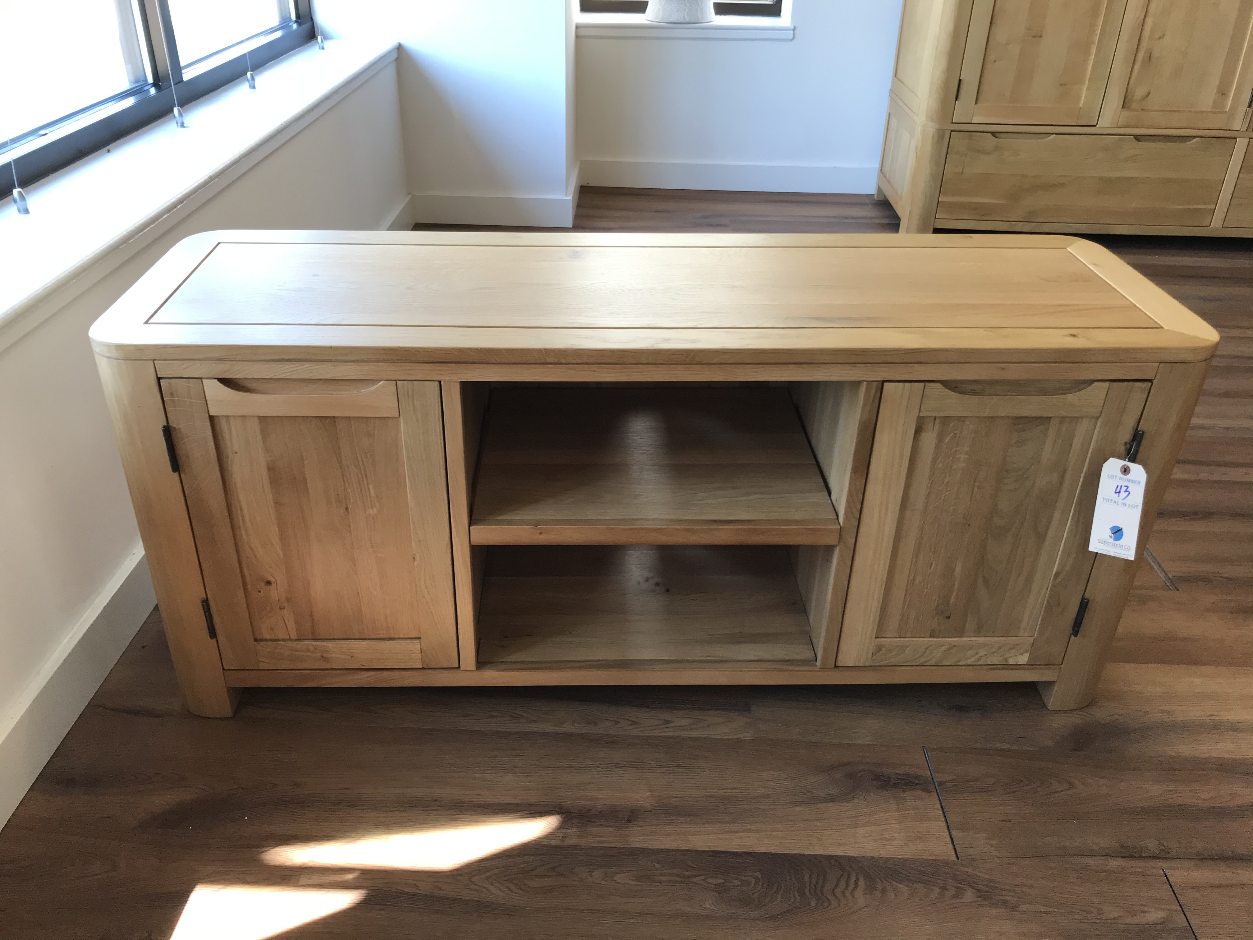 Large TV Stand (Romsey) See Picture For Dimensions and Product Info