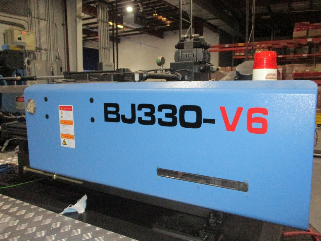 Lot 1004 - Powerjet BJ330-V6 330-Ton Injection Molding Machine - Variable Pump; Clamping Force: 330 Ton;