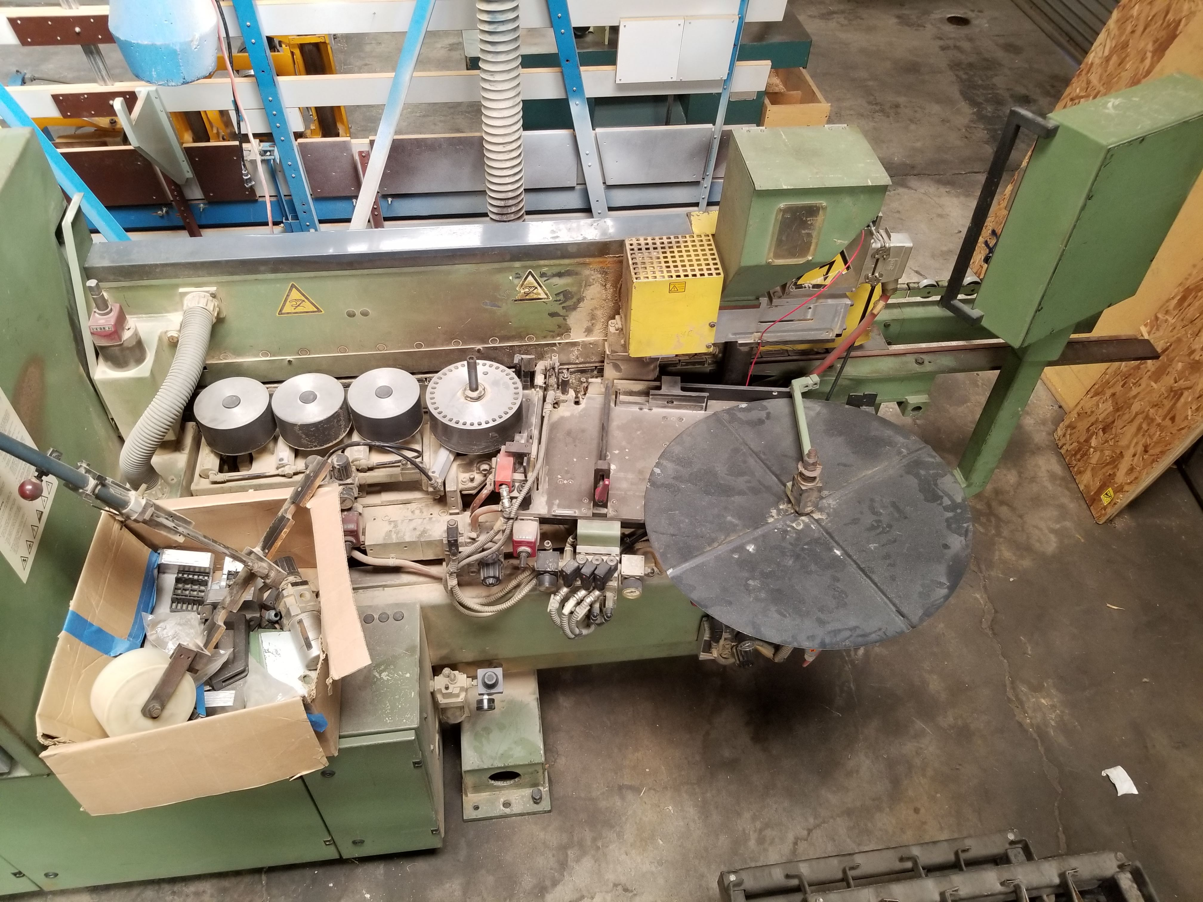 Lot 9 - Homag SE7400 Edgebander with attached conveyor, Control panel, Infeed banding system with table,