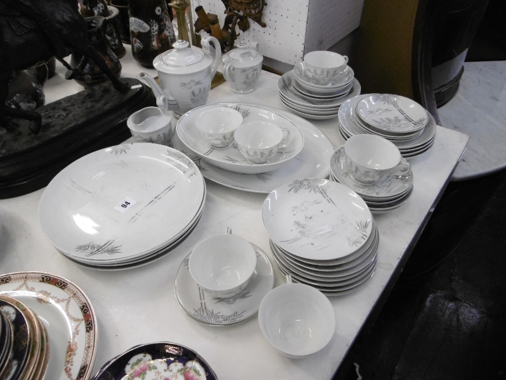 Lot 94 - A part tea and dinner set