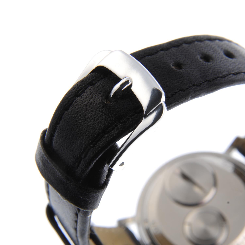 Lot 24 - BULOVA - a gentleman's Accutron Spaceview wrist watch.