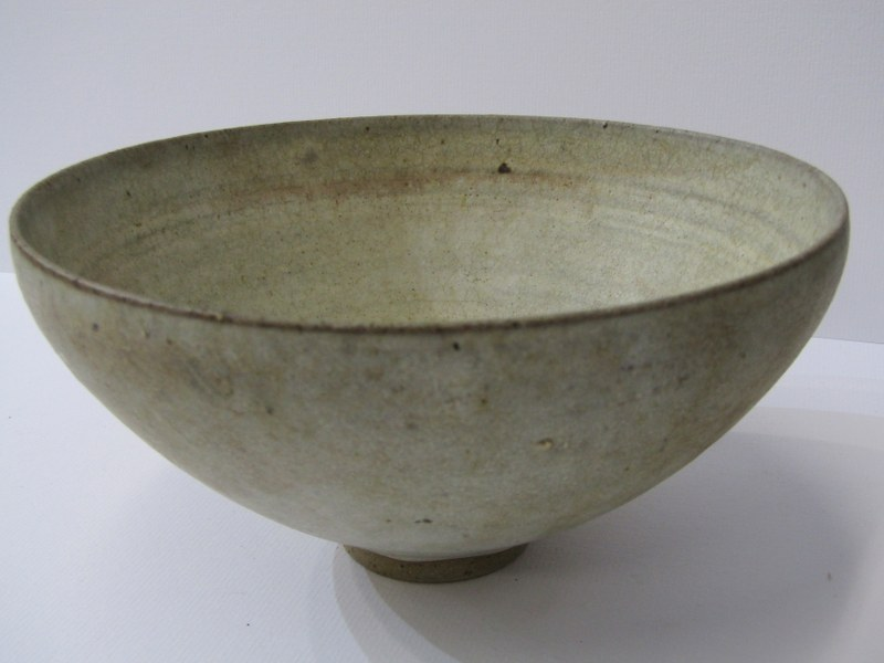 STUDIO POTTERY, Ian Godfrey collection of 4 bowls of various sizes and glazes - Image 3 of 6