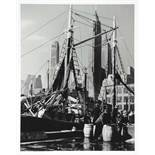 Andreas Feininger. Fischmarkt in der South Street, New York. Fotografie. 1940/2010. 39,5 : 30,5