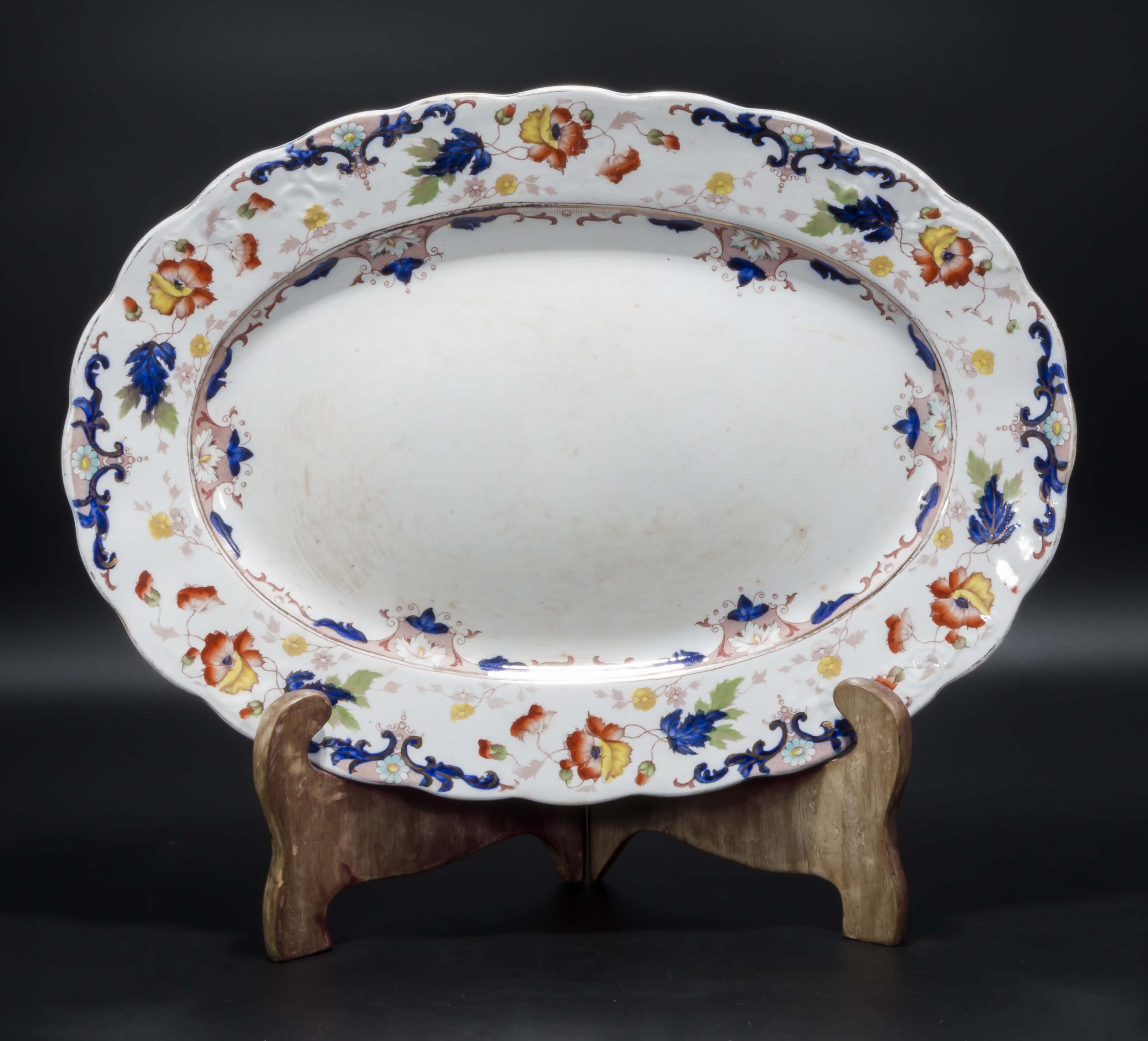 Lot 55 - A large serving plate