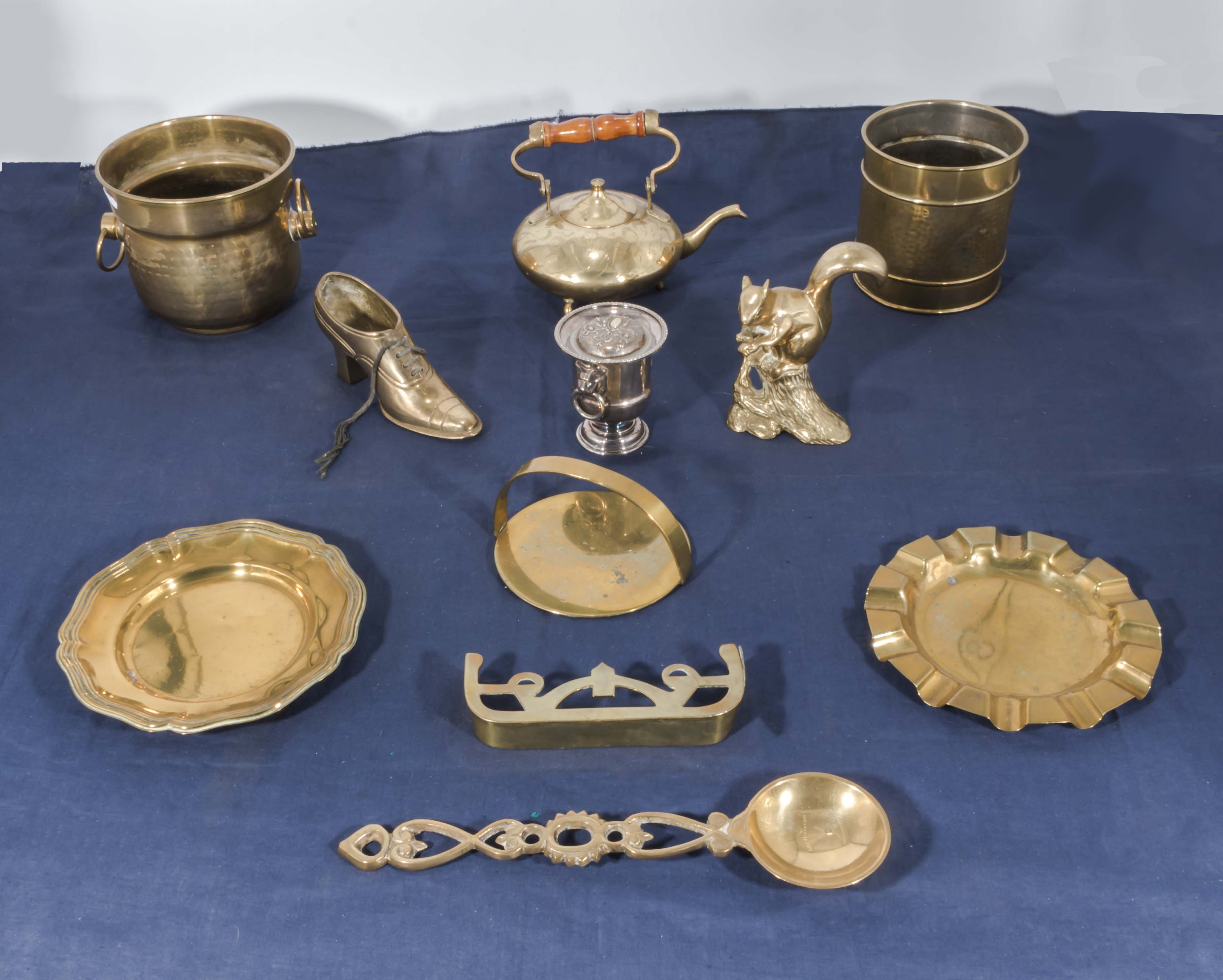 Lot 5 - A collection of brass items