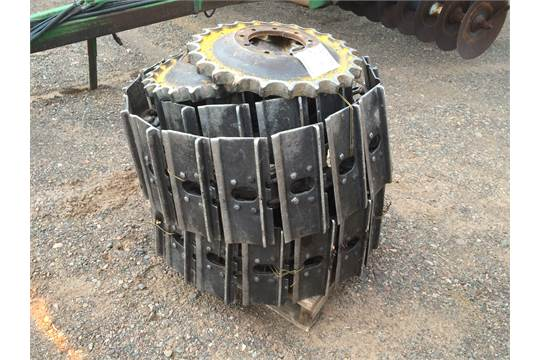 Lot 803 Crawler Tracks 14 Pads Pins 50 Includes