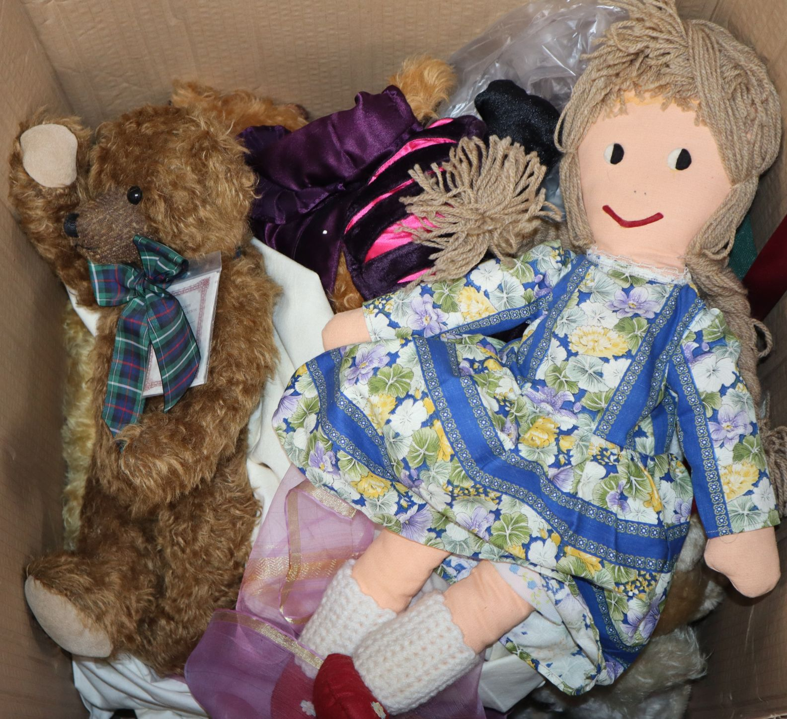 Lot 26 - A collection of dolls and teddy bears