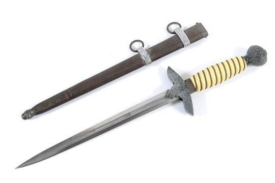 A LUFTWAFFE DAGGER  A second pattern Luftwaffe officers dagger