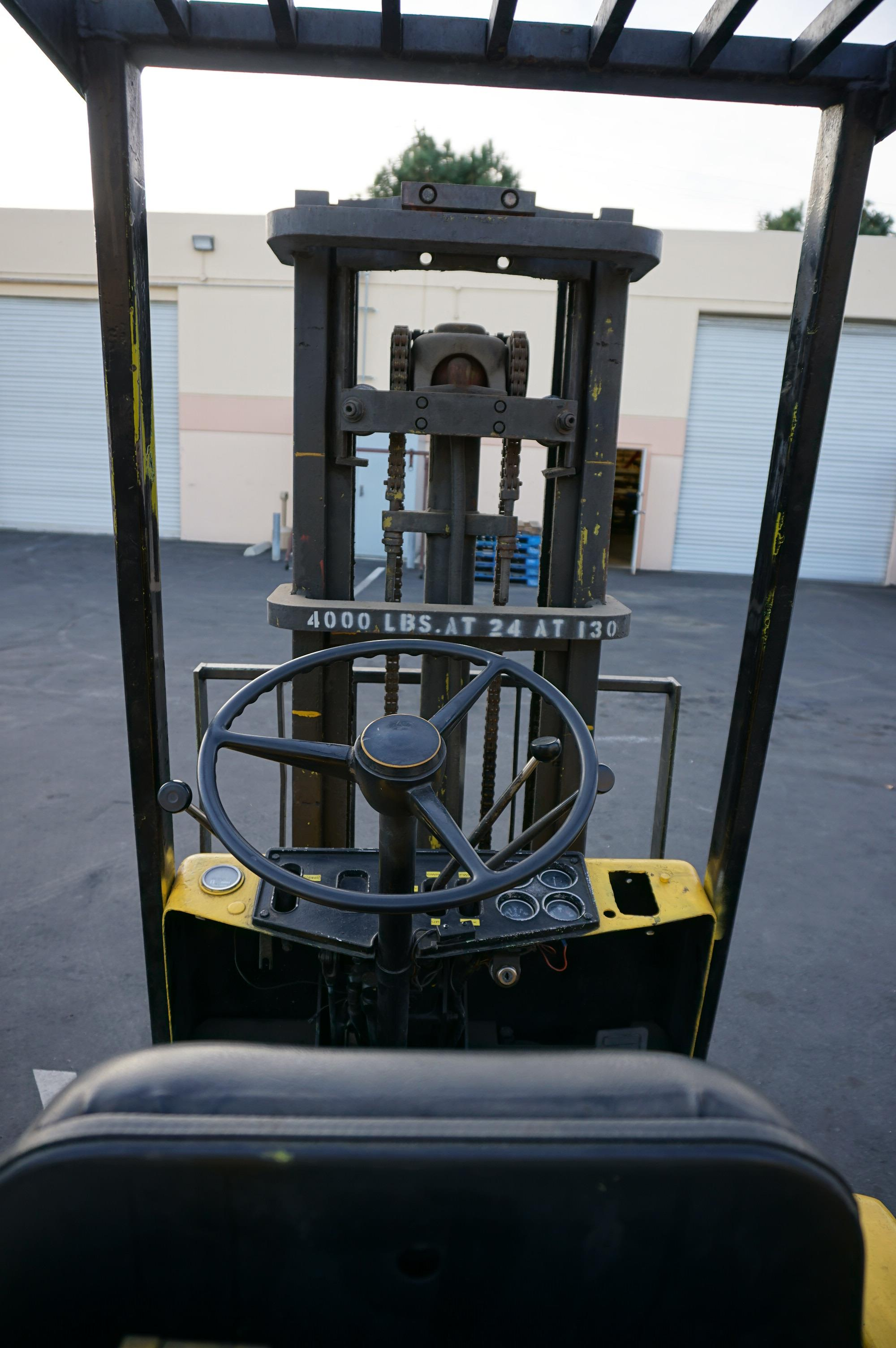 CLARK C50 FORKLIFT 4000 LB CAP, S/N 355-1488-3611, WITH ORIGINAL MANUALS AND CATALOGS - Image 5 of 7