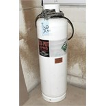 Sta'-Put Pressurized Adhesive Applicator Tank with Hose and Gun