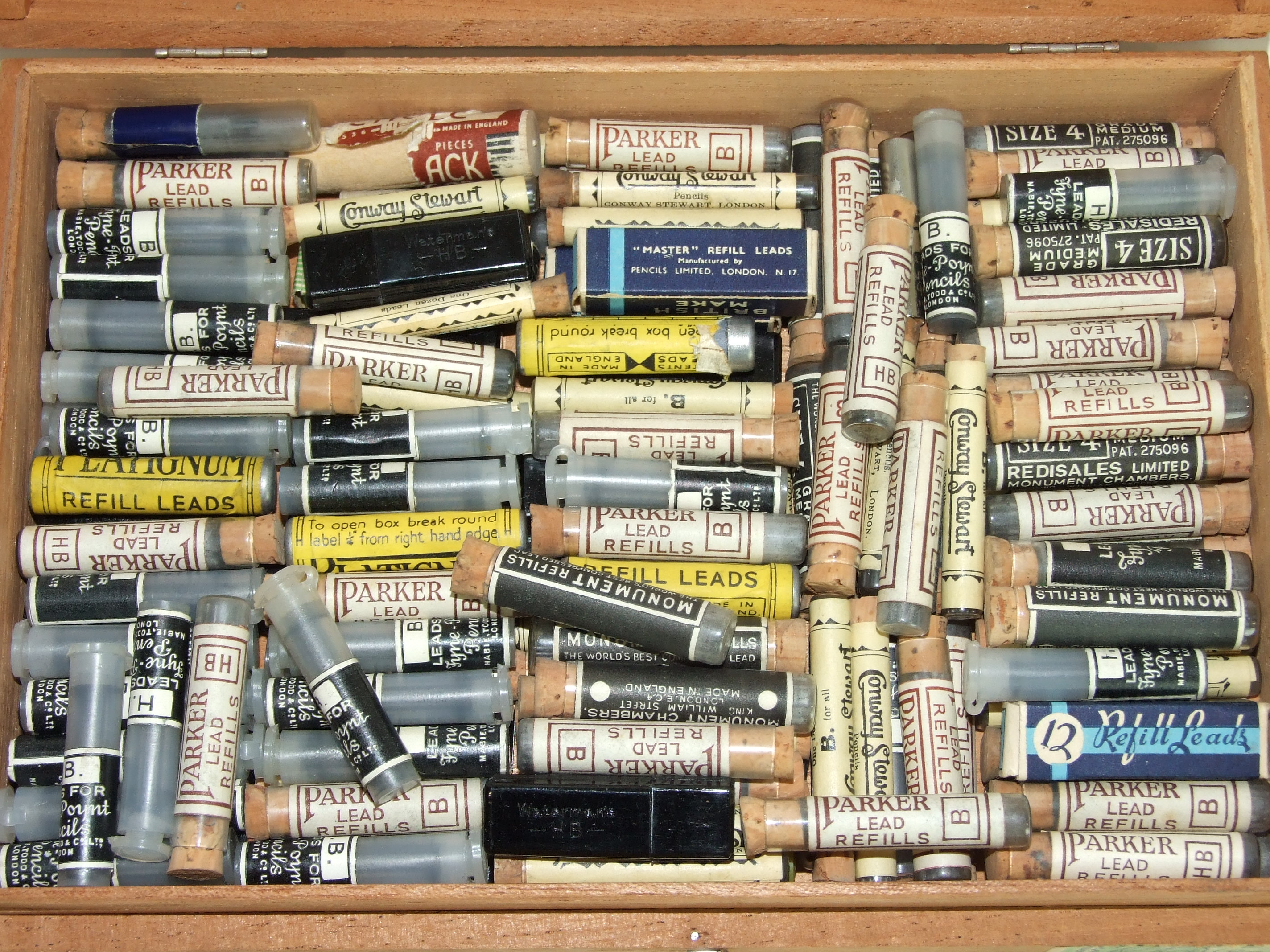 Lot 327 - A large quantity of lead refills by Parker, Platignum, Conway Stewart, (150 tubes, approx).