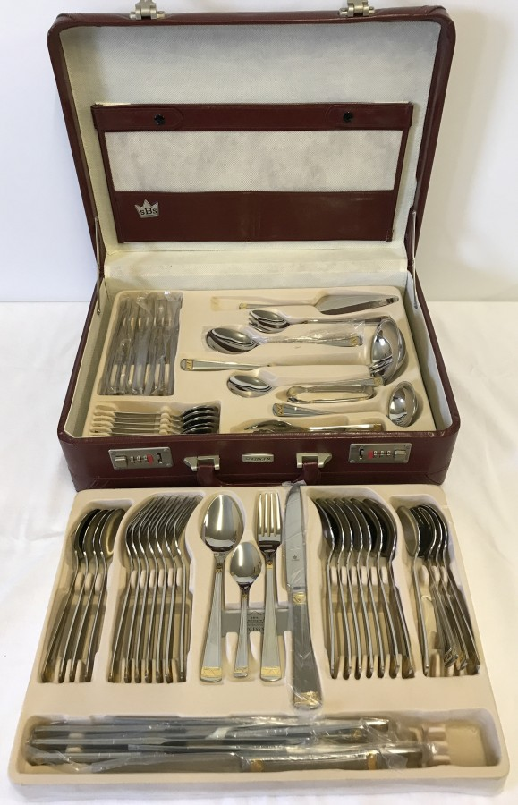 Lot 1029 - A cased Solingen 8 place cutlery set.