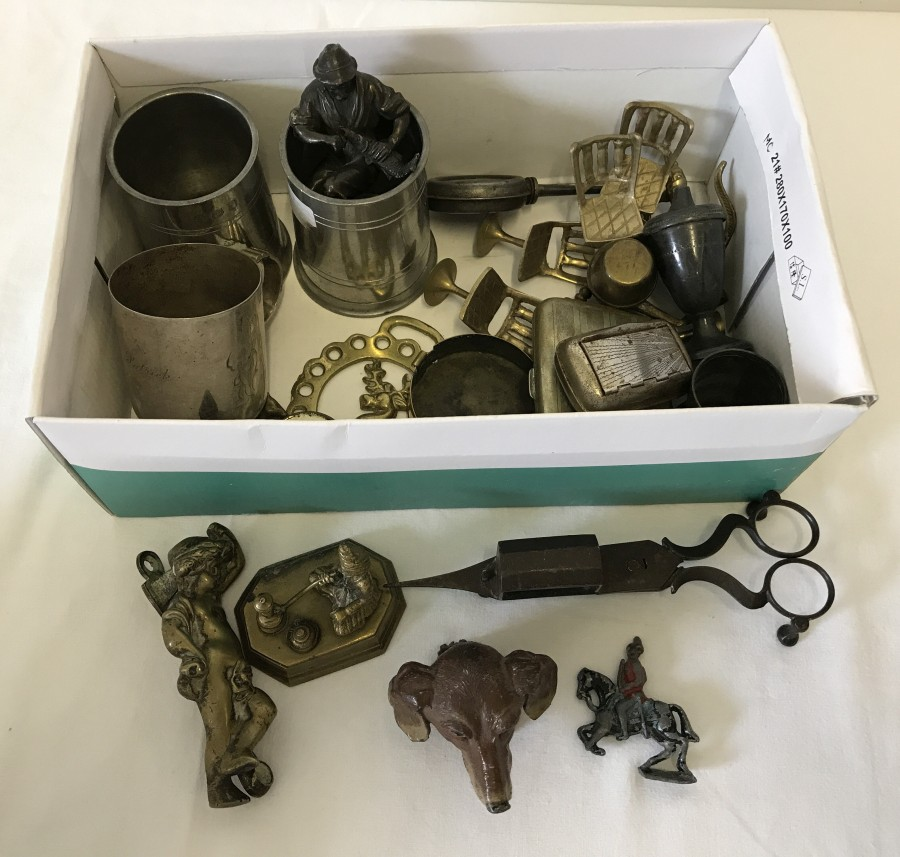 Lot 1022 - A box of small metal ware items to include brass, pewter and silver plate.